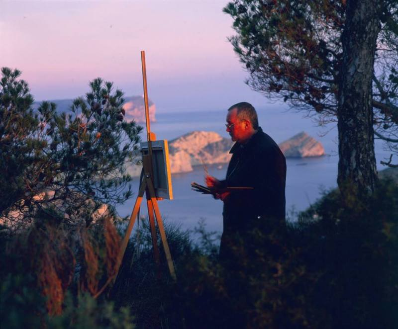 Joan Vidal pintando el paisaje del Cabo de la Nao.