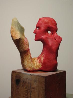 Joan Castejón nos muestra en su estudio de Dénia el modelo en cera del Premio Obra de Arte Total.